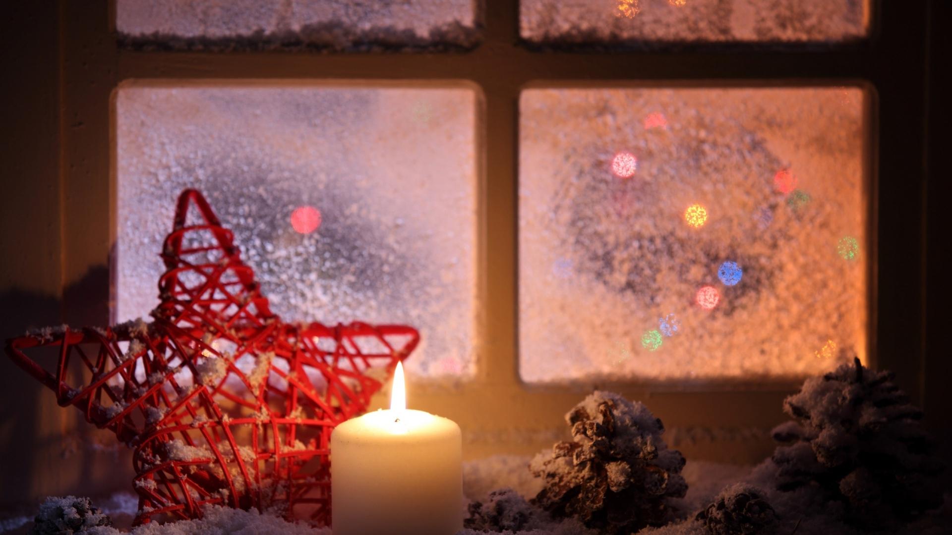Vela junto a la ventana en navidad - 1920x1080