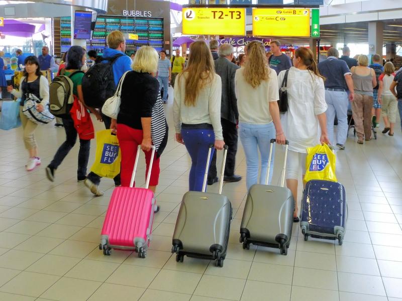 Bellas rubias en el aeropuerto - 800x600