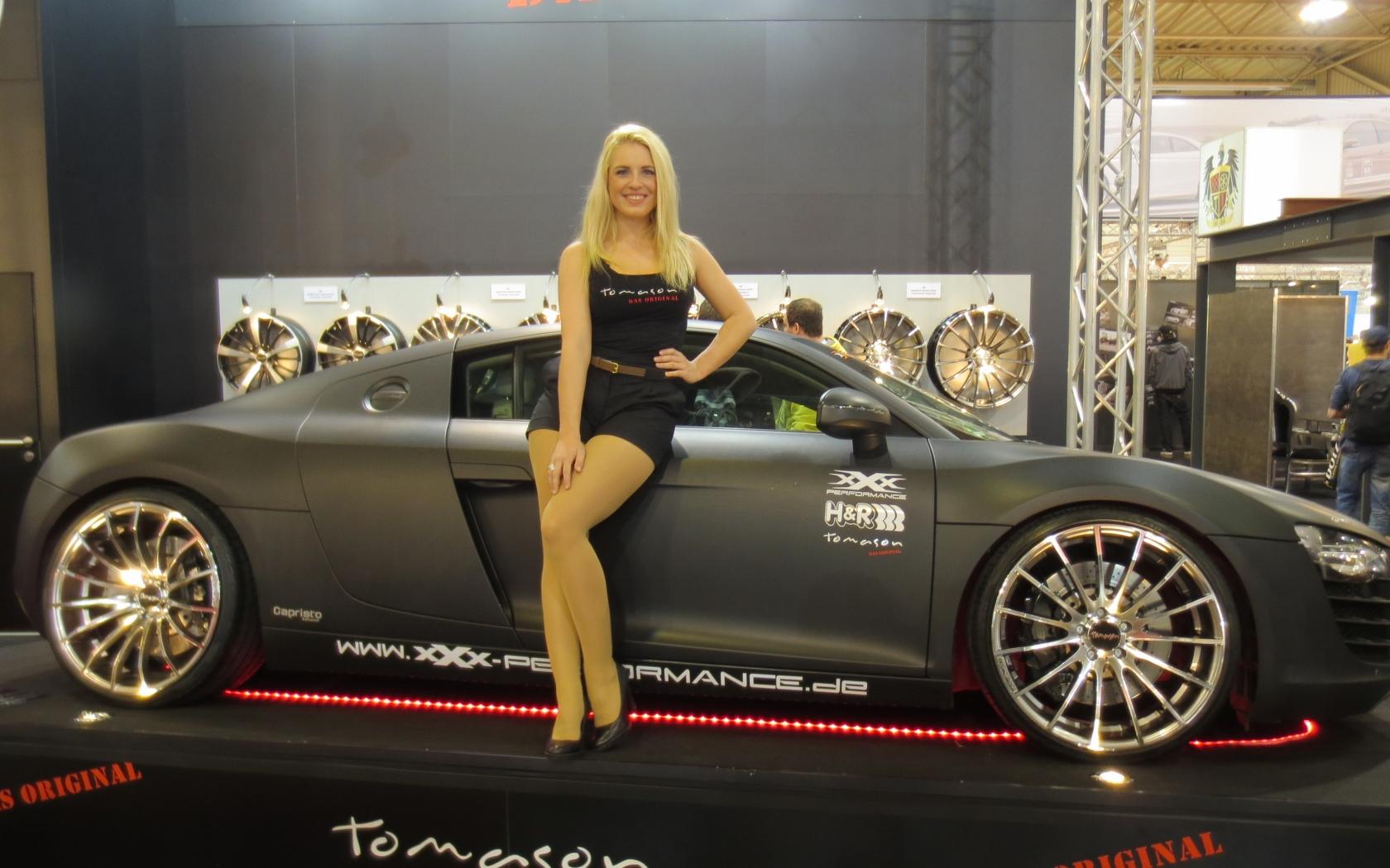 Bellas rubias y autos - 1680x1050