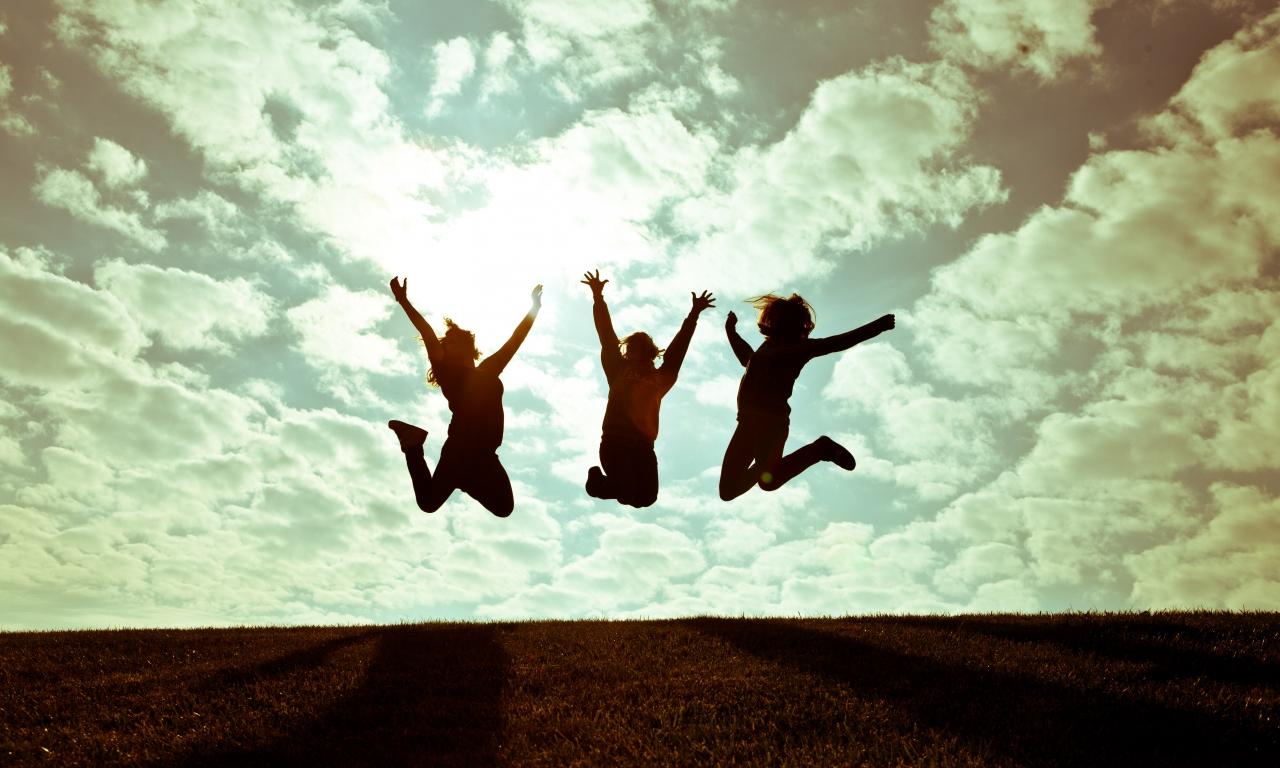 Chicas saltando - 1280x768