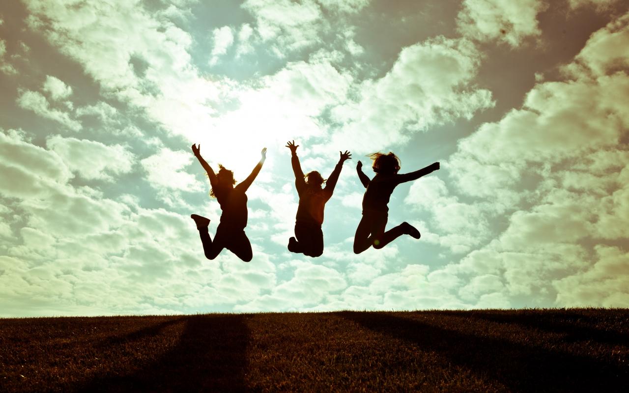 Chicas saltando - 1280x800