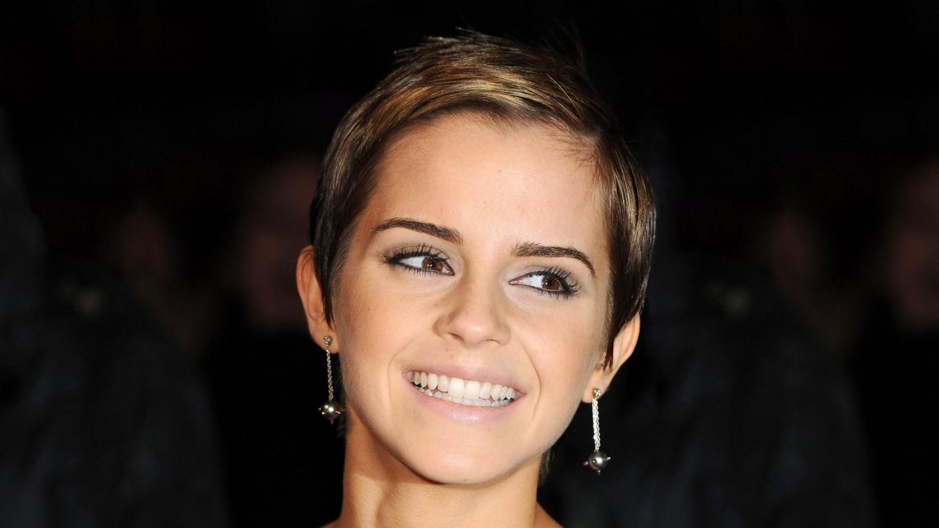 Emma Watson con una bella sonrisa - 1366x768