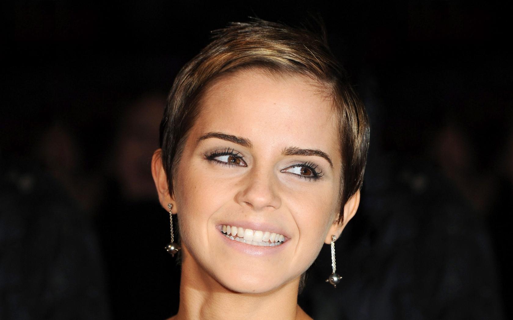 Emma Watson con una bella sonrisa - 1680x1050