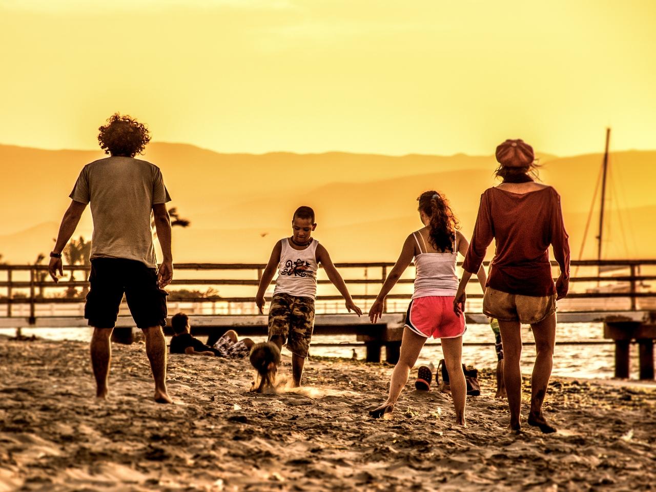 Futbol en la playa - 1280x960