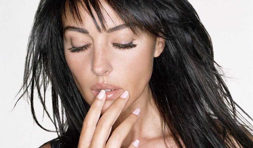 Monica Bellucci, chica Bond - 1024x600