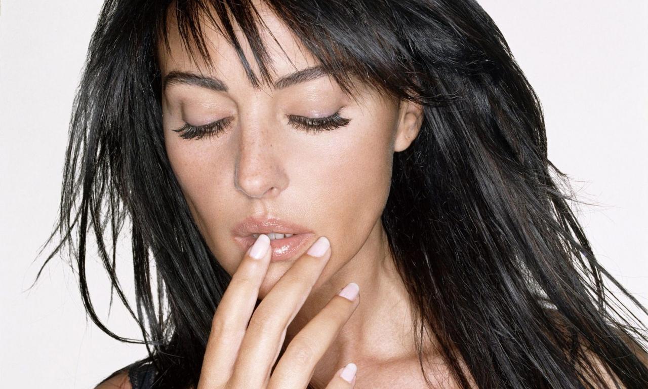 Monica Bellucci, chica Bond - 1280x768