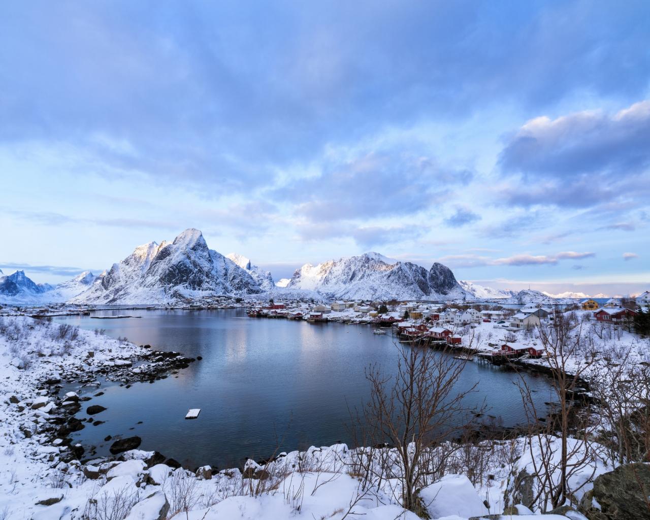 Lago Con Montañas Nevadas Hd: Montañas De Nieve Y Lago Hd 1280x1024