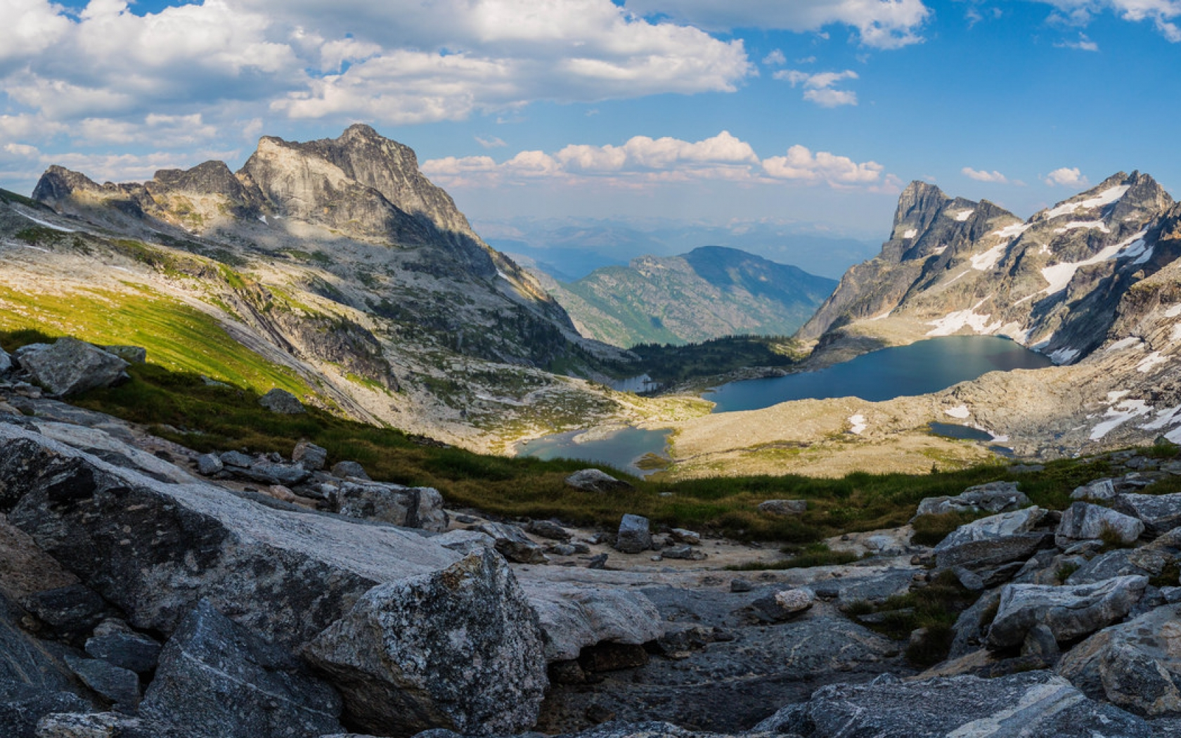 Panorámica de Montañas y lagos - 1680x1050