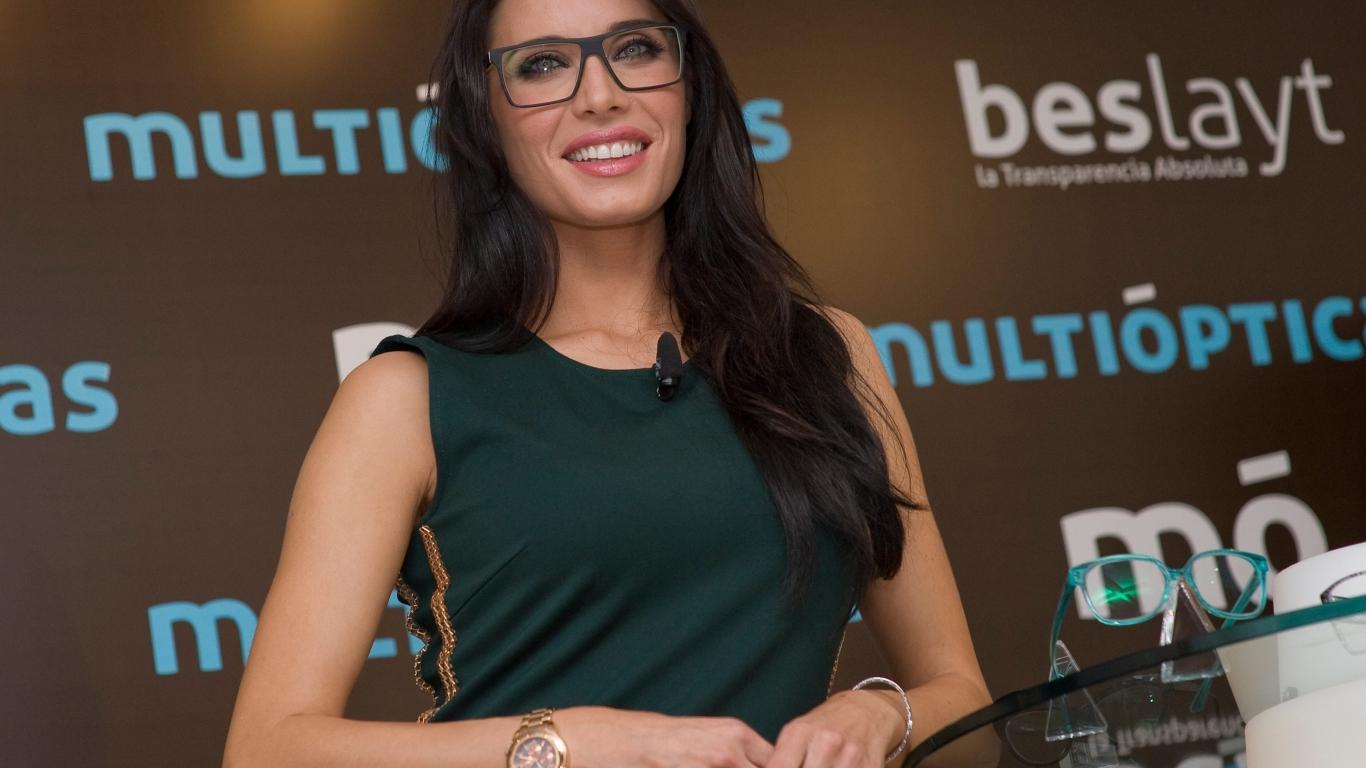 Pilar Rubio con lentes - 1366x768