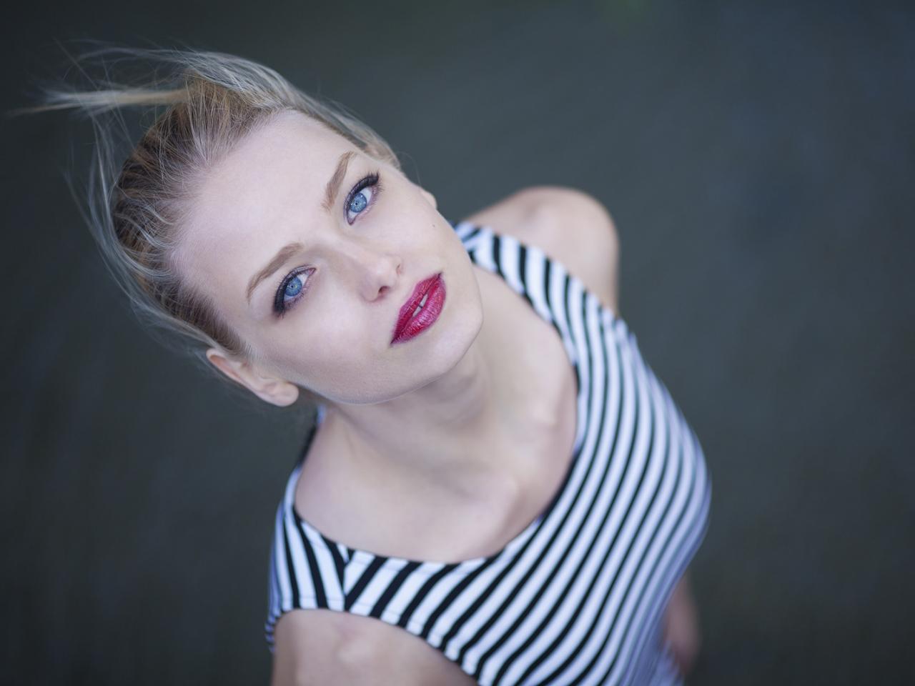 Rubia con ojos azules - 1280x960