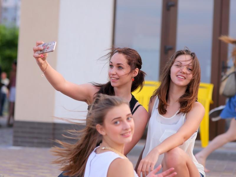 Selfie de chicas bellas - 800x600