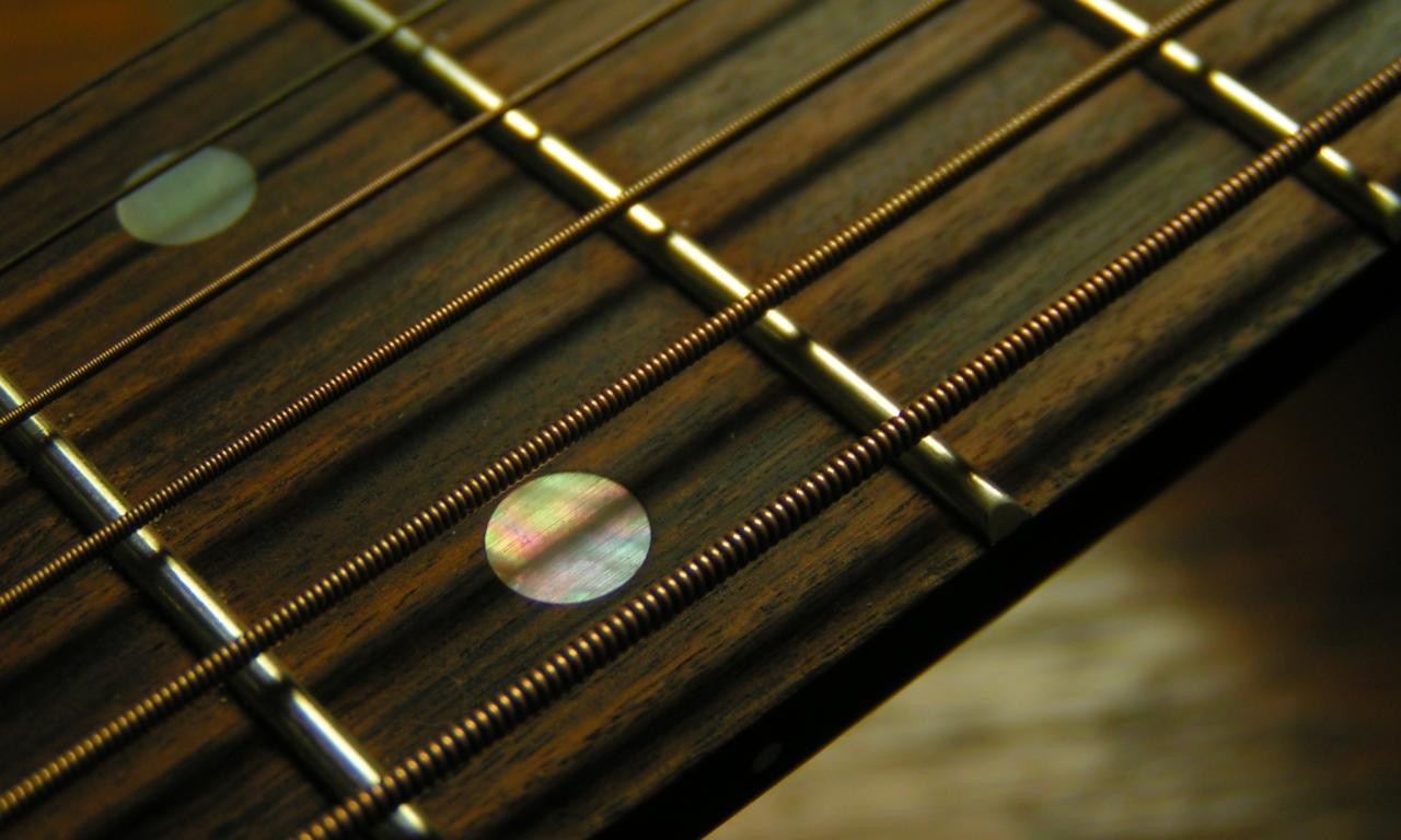 Trastes de guitarra acústica - 1280x768