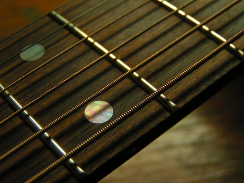 Trastes de guitarra acústica - 800x600