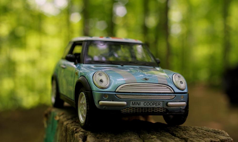 Un mini cooper de juguete - 1000x600