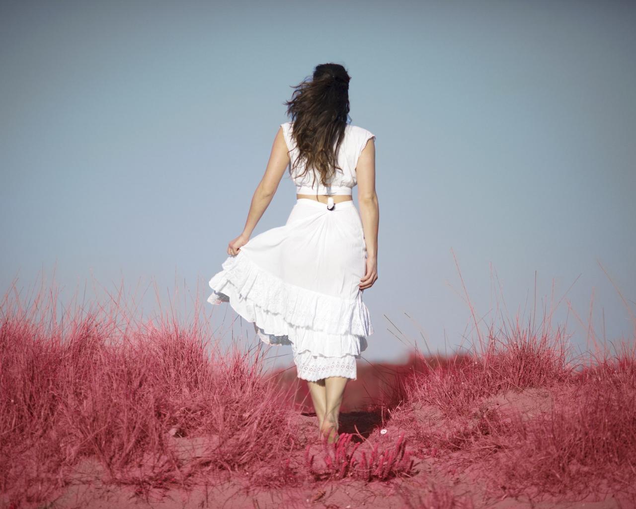 Una chica de espaldas - 1280x1024
