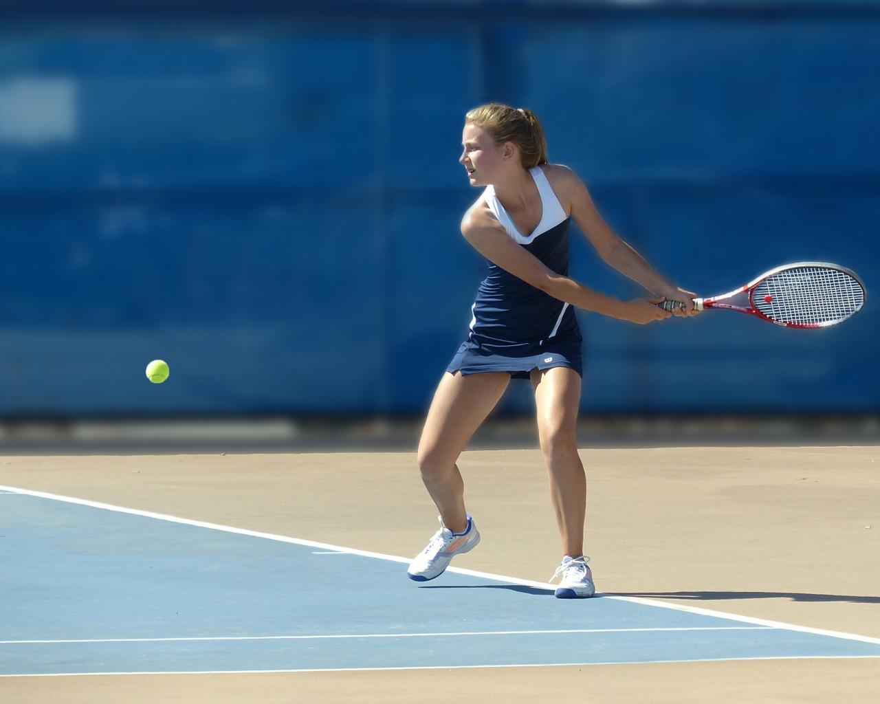 Chicas jugando tenis - 1280x1024