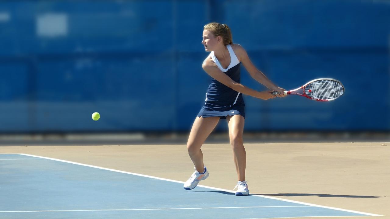Chicas jugando tenis - 1280x720