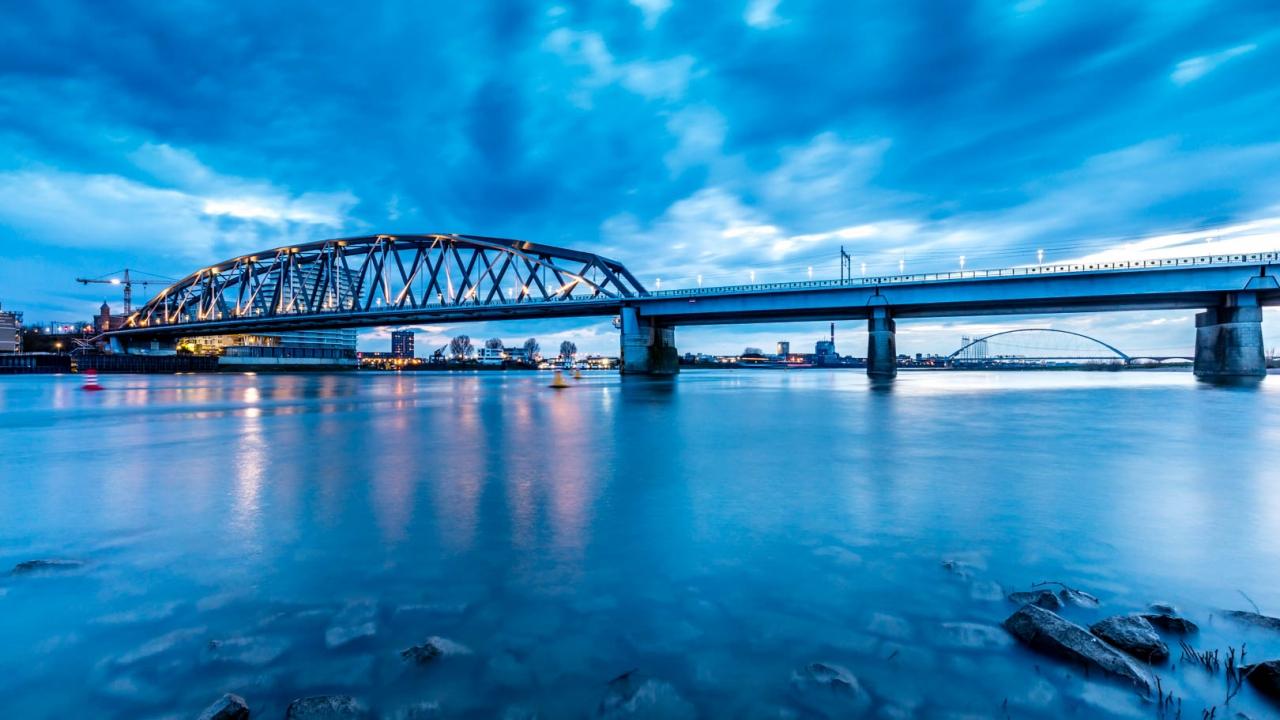 El puente en Nijmegen - 1280x720