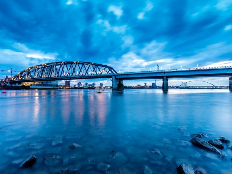 El puente en Nijmegen - 800x600