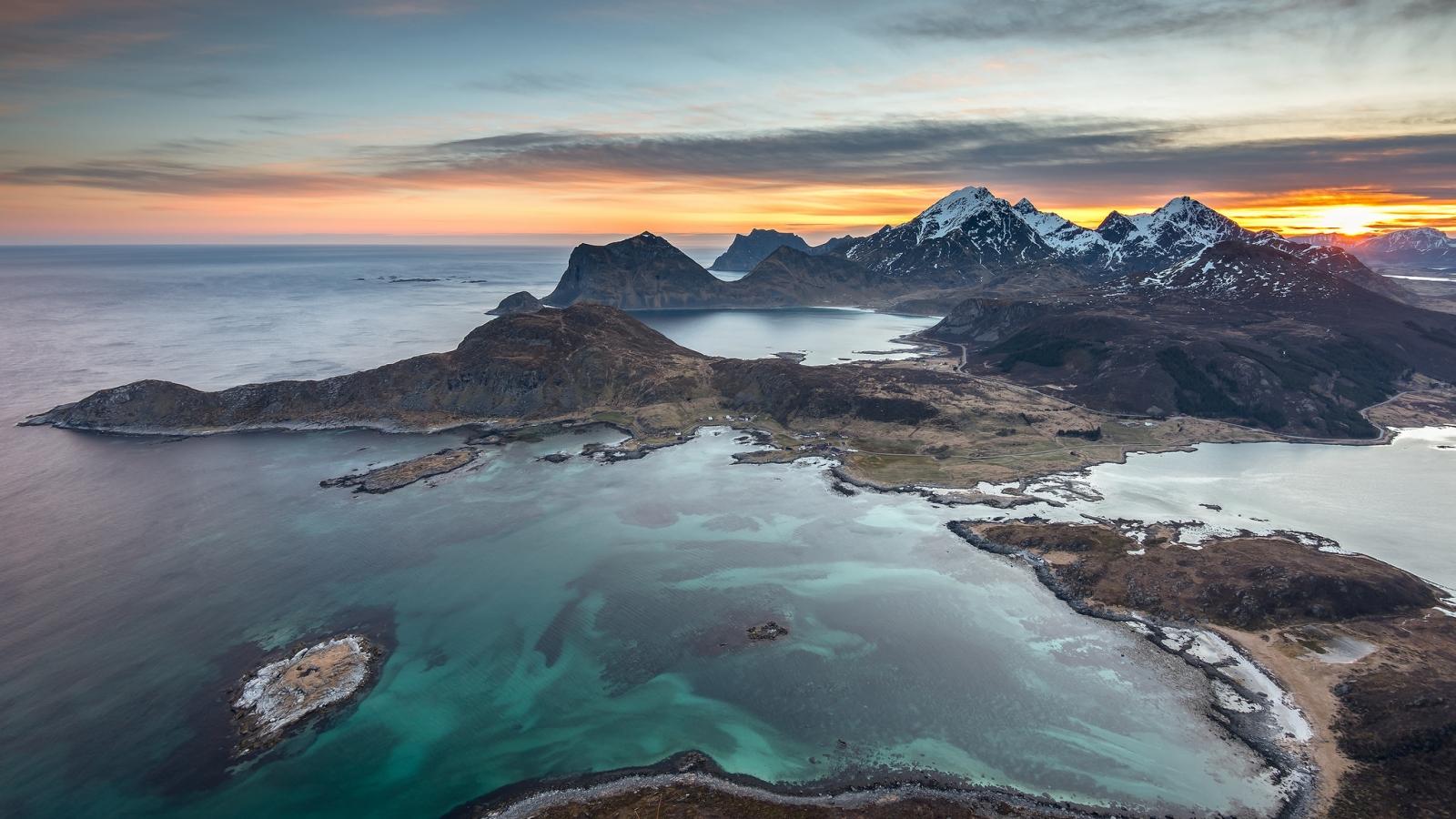 Fotografías aéreas de playas y montañas - 1600x900