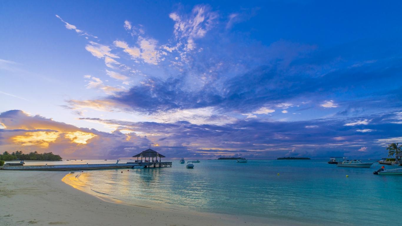 Hermosa playa al atardecer hd 1366x768 imagenes wallpapers gratis paisajes fondos de - Playa wallpaper ...