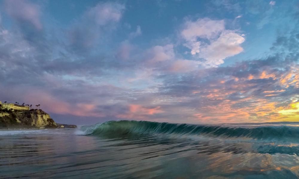 Las olas al atardecer - 1000x600