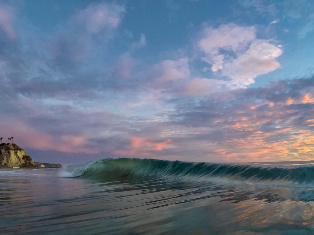 Las olas al atardecer - 1024x768