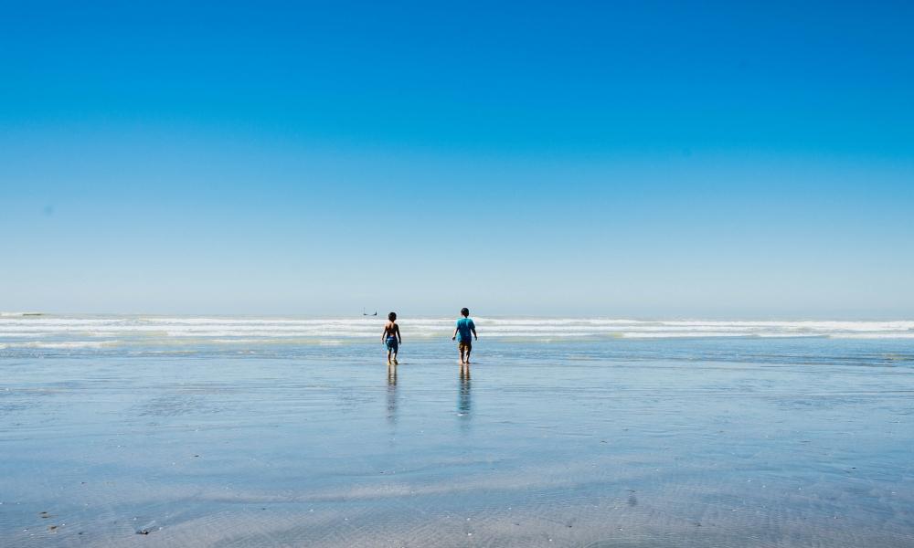 Niños en la playas - 1000x600