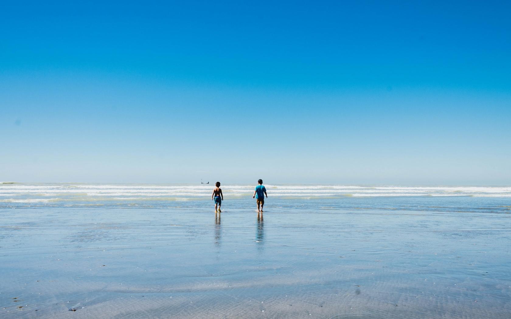 Niños en la playas - 1680x1050