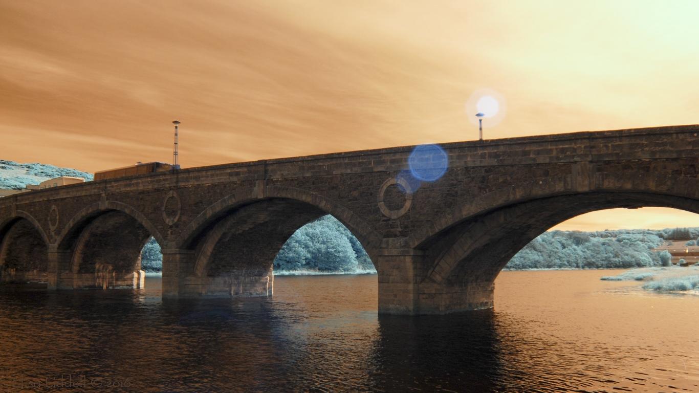Puentes y puestas de sol - 1366x768