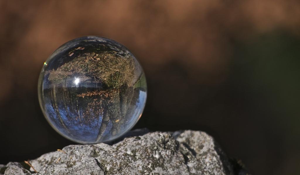 Una esfera transparente - 1024x600