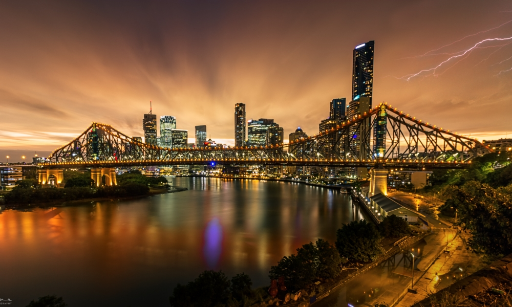 Fotografía de puentes y rayos - 1000x600