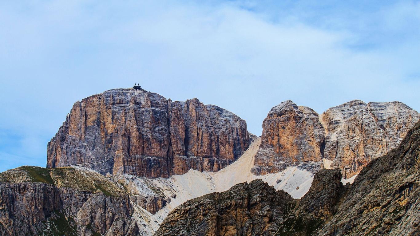 Grandes montañas - 1366x768