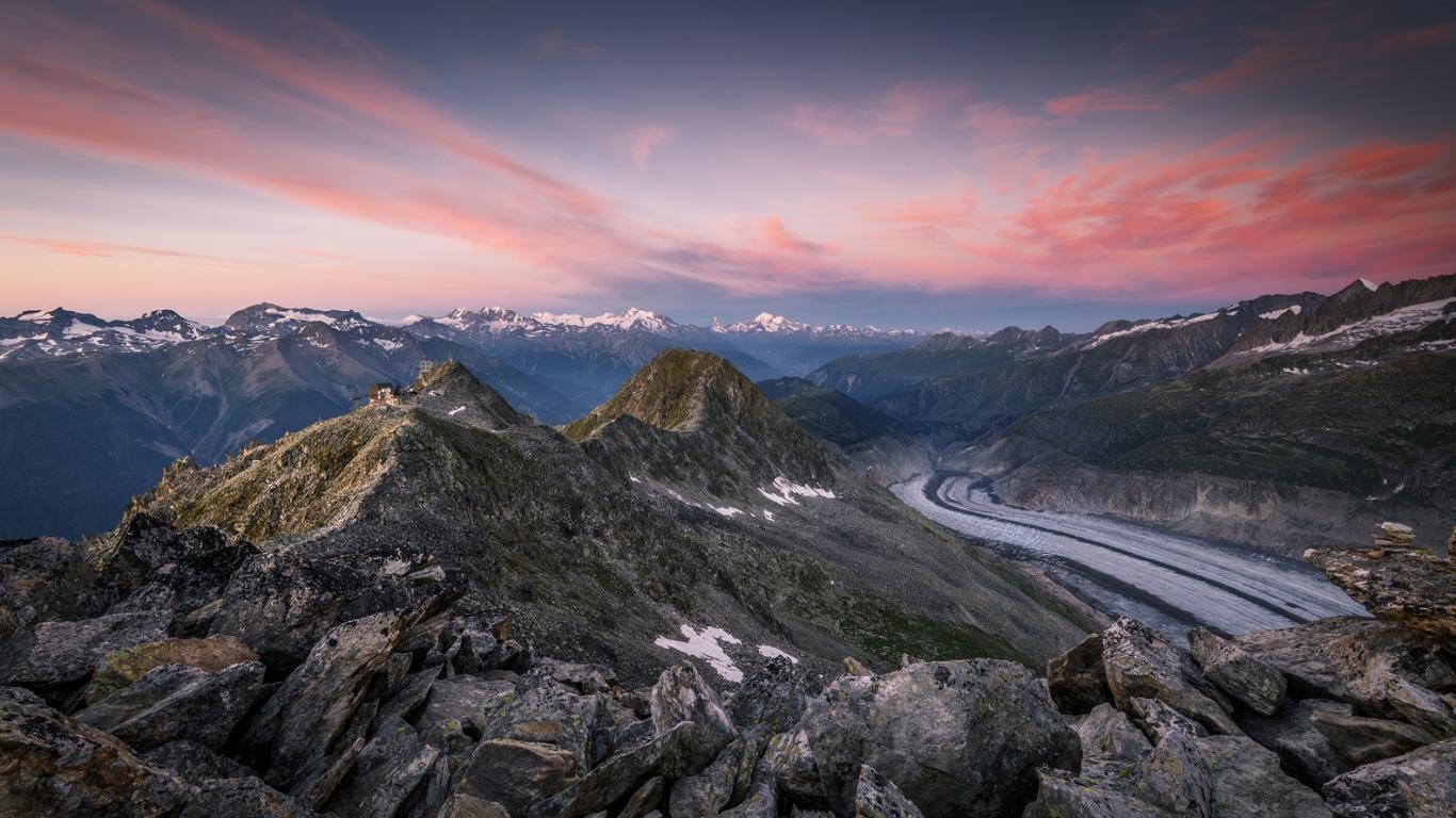 Montañas en los Alpes - 1366x768