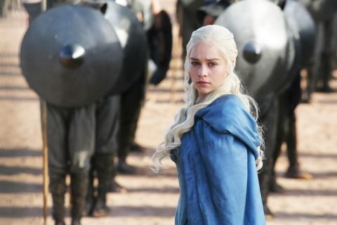 Daenerys Targaryan y los soldados - 480x320
