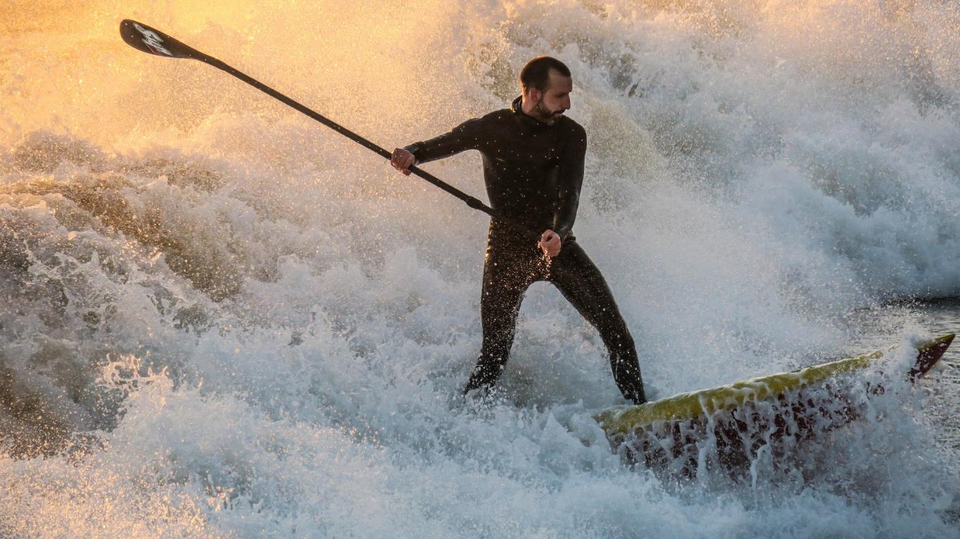 En las olas - 1366x768