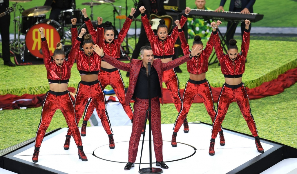 Robbie Williams cantando - 1024x600