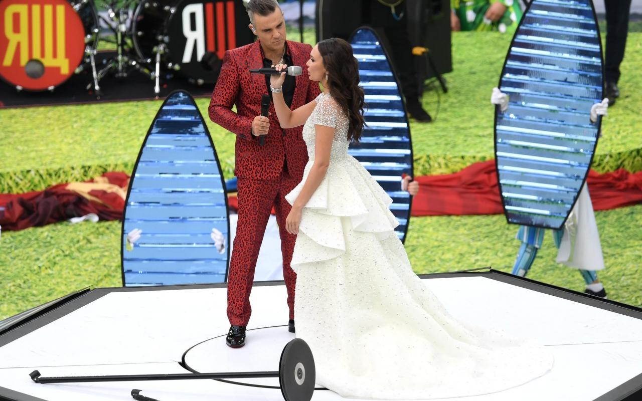 Robbie Williams y Aida Garifullina - 1280x800
