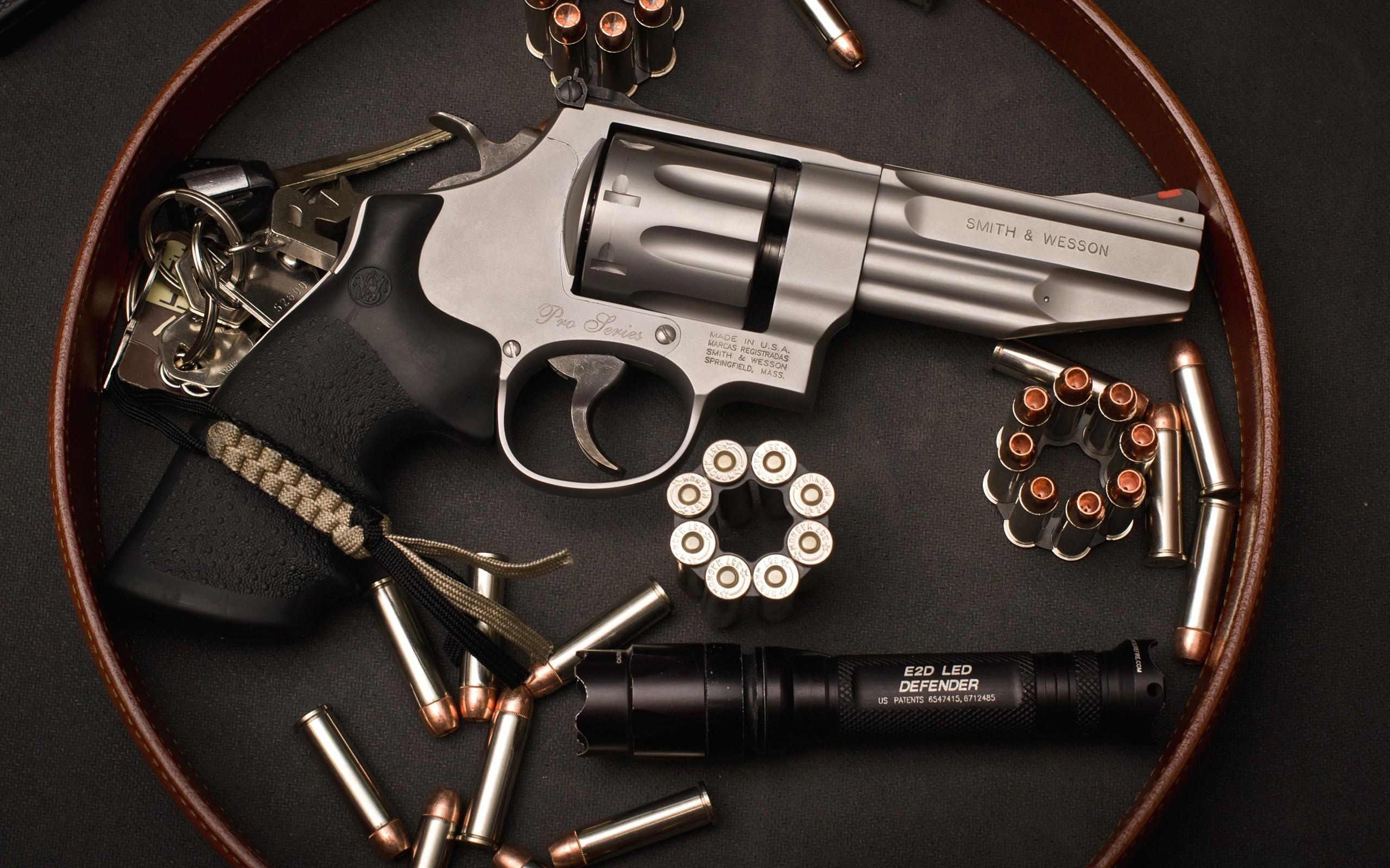 Revolver Smith & Wesson - 2560x1600