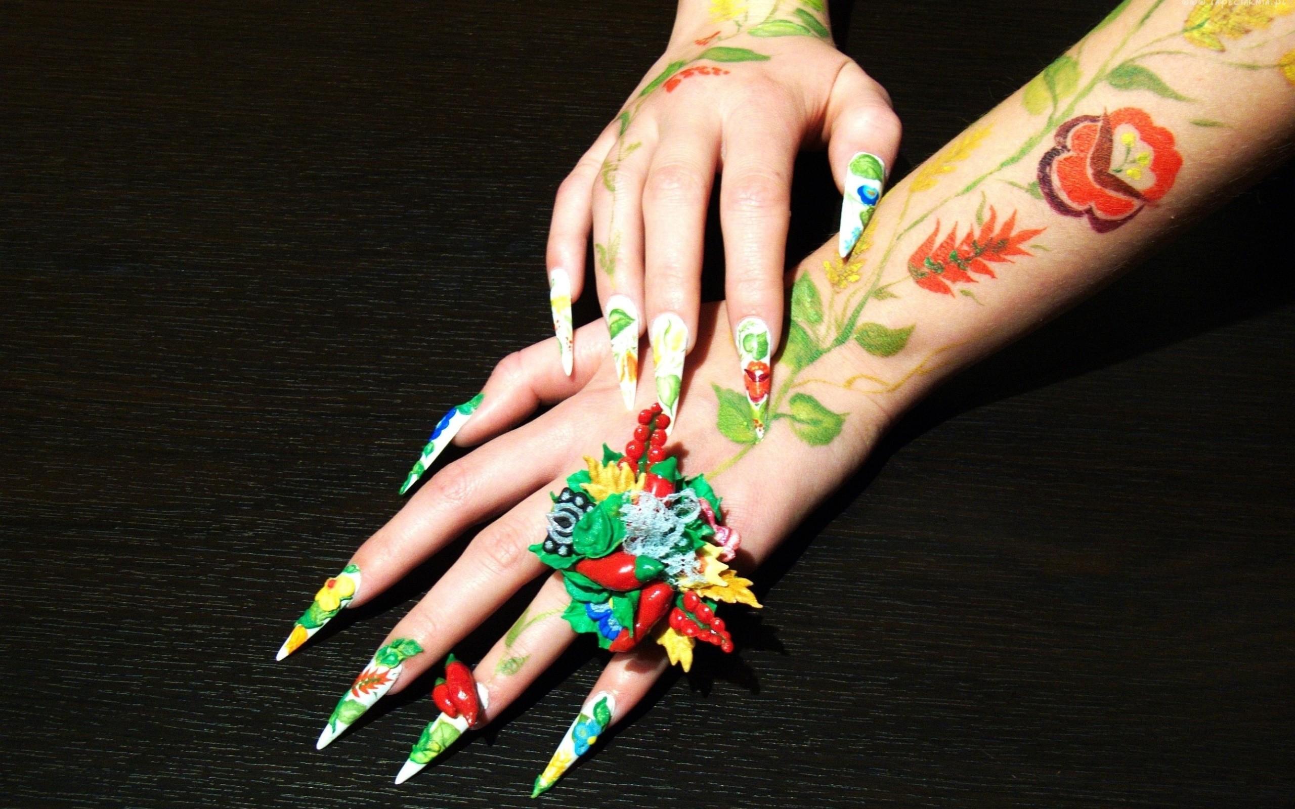 Tatuajes en las manos - 2560x1600