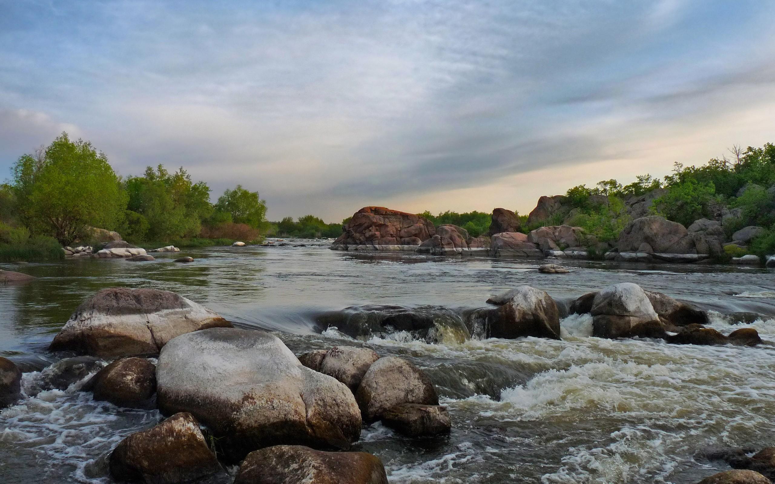 Un rio de la sierra - 2560x1600