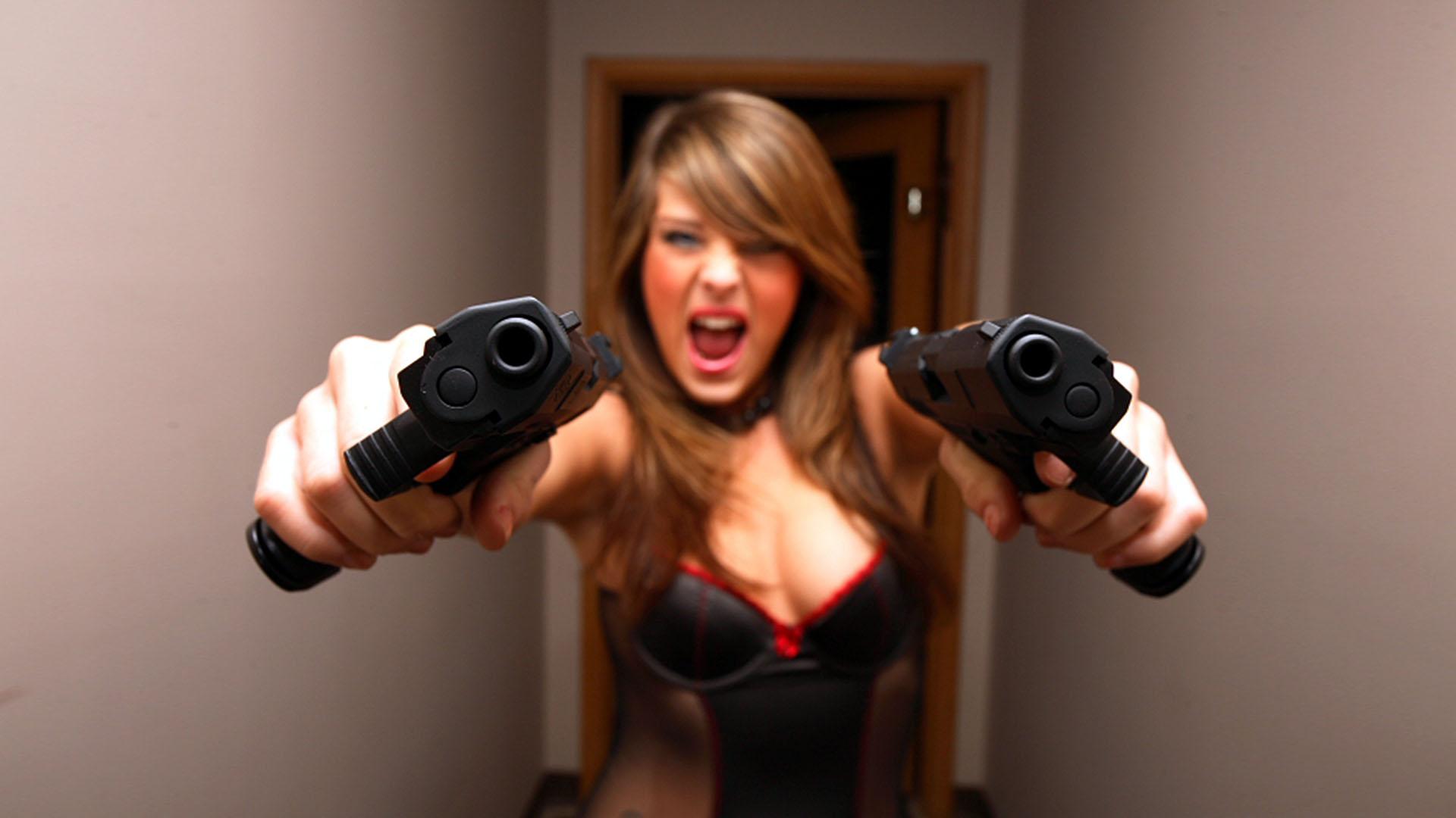 Una chica con pistolas - 1920x1080