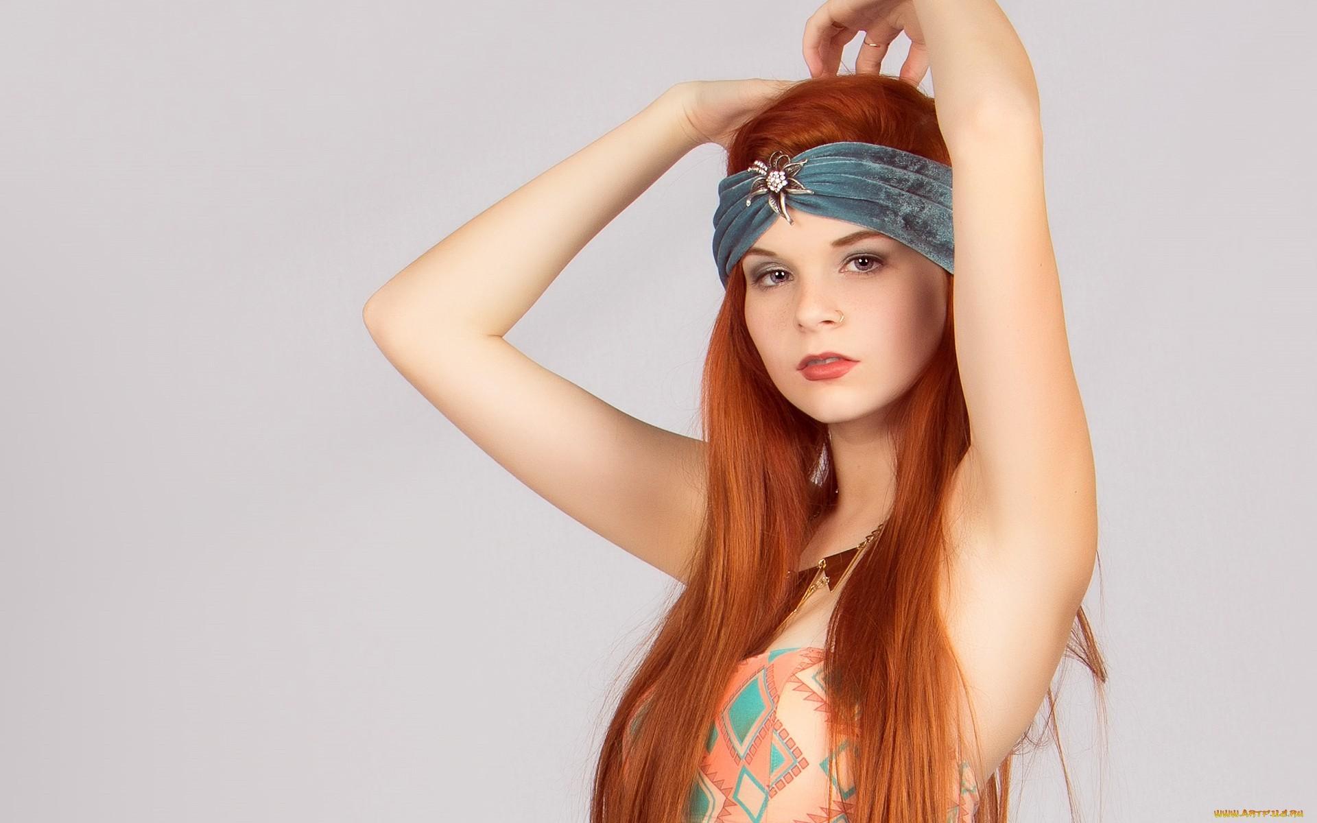 Una chica pelirroja - 1920x1200