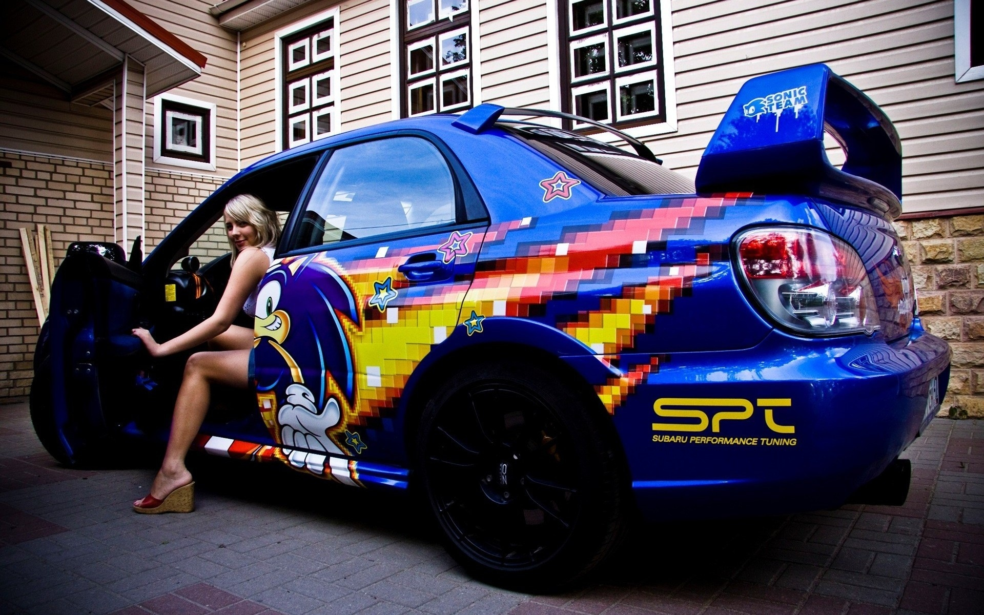 Una chica y un Subaru - 1920x1200