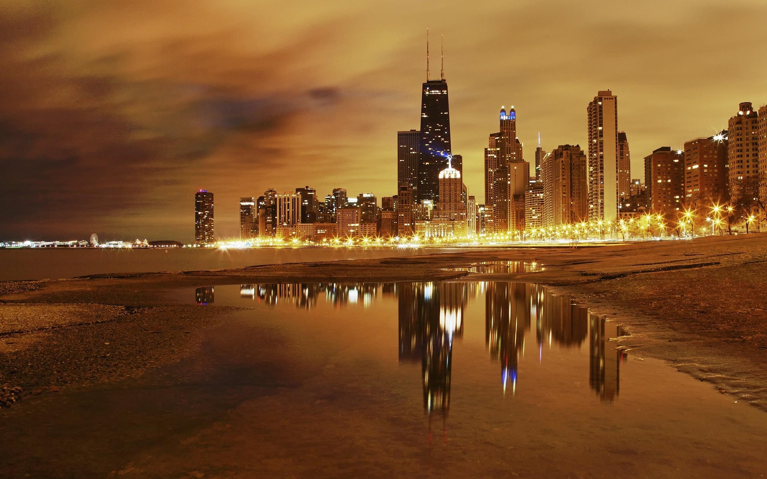 Una gran ciudad de noche - 2560x1600