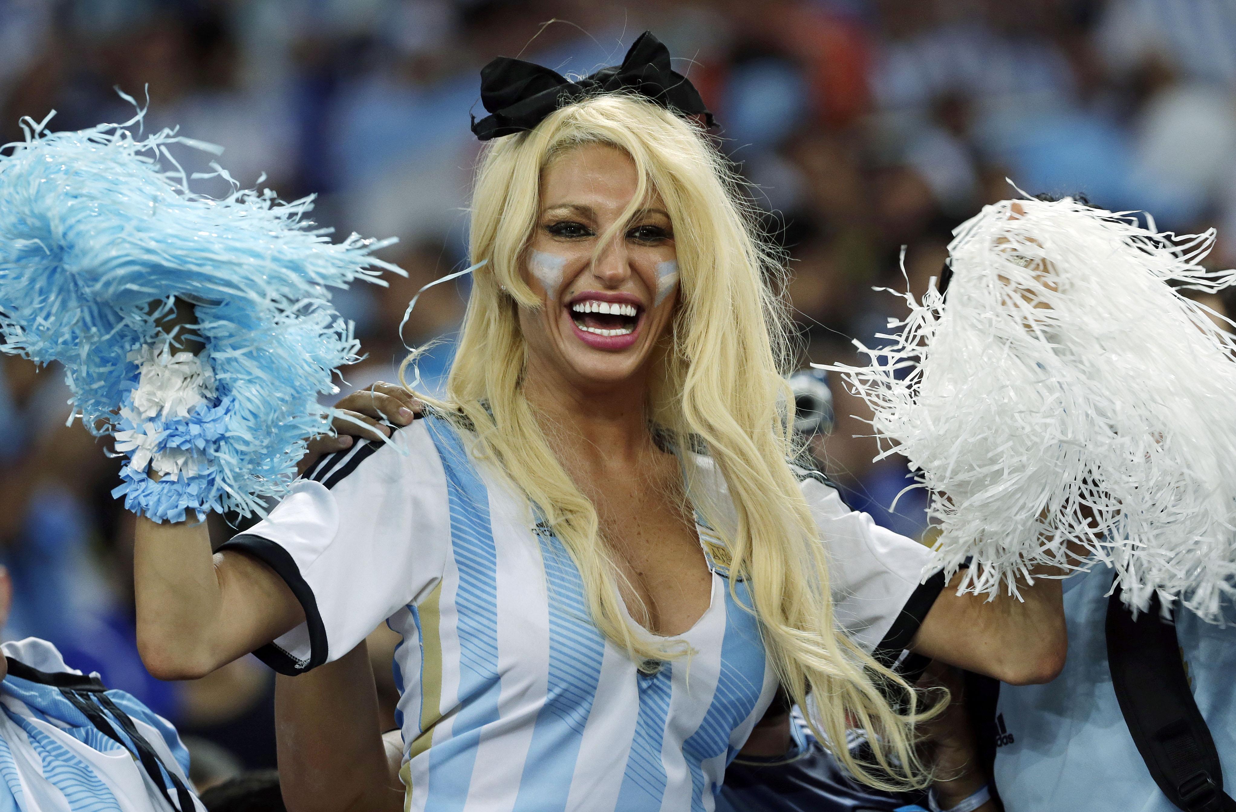 Una hincha rubia Argentina - 4088x2688