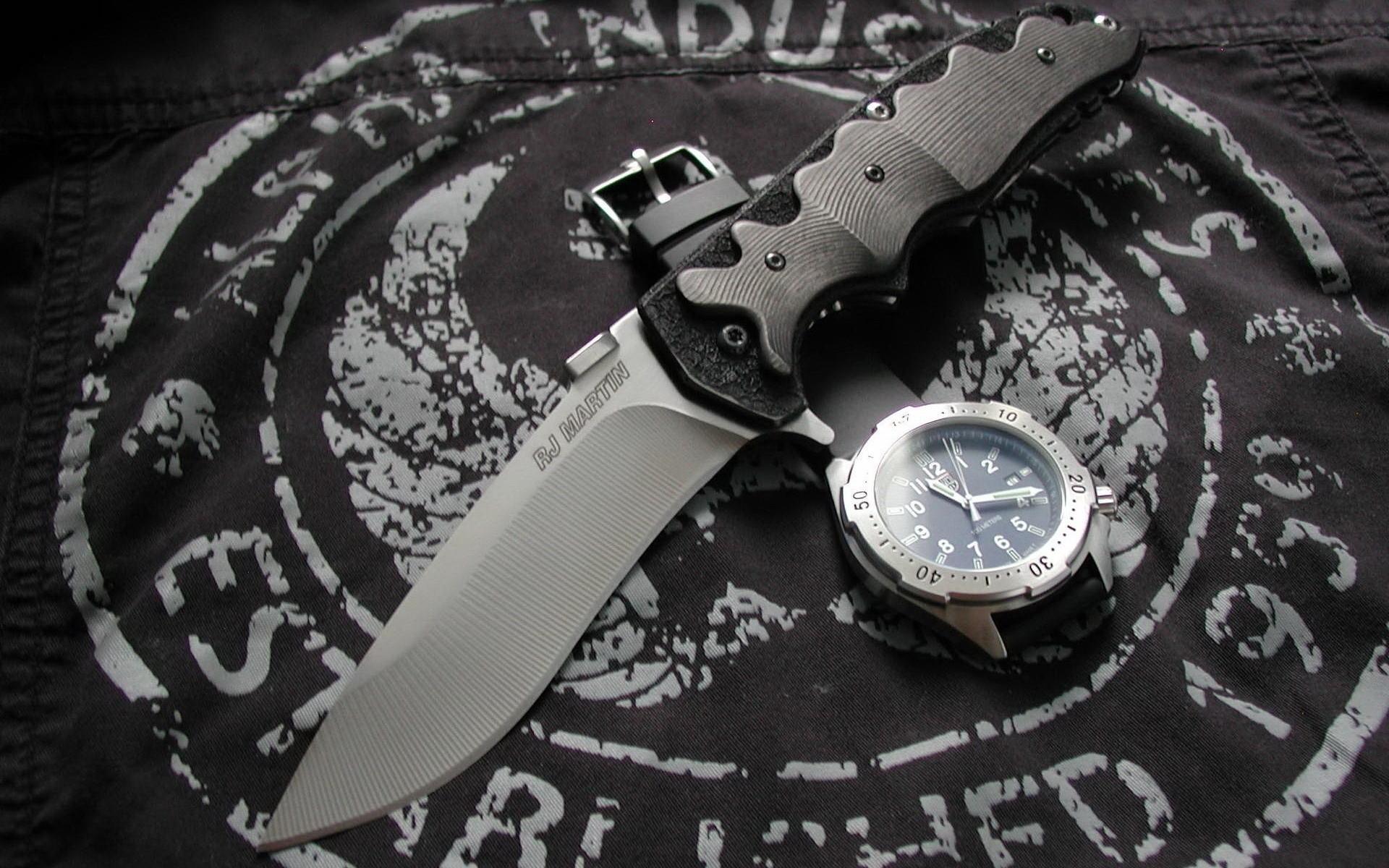 Una navaja y un reloj militar - 1920x1200