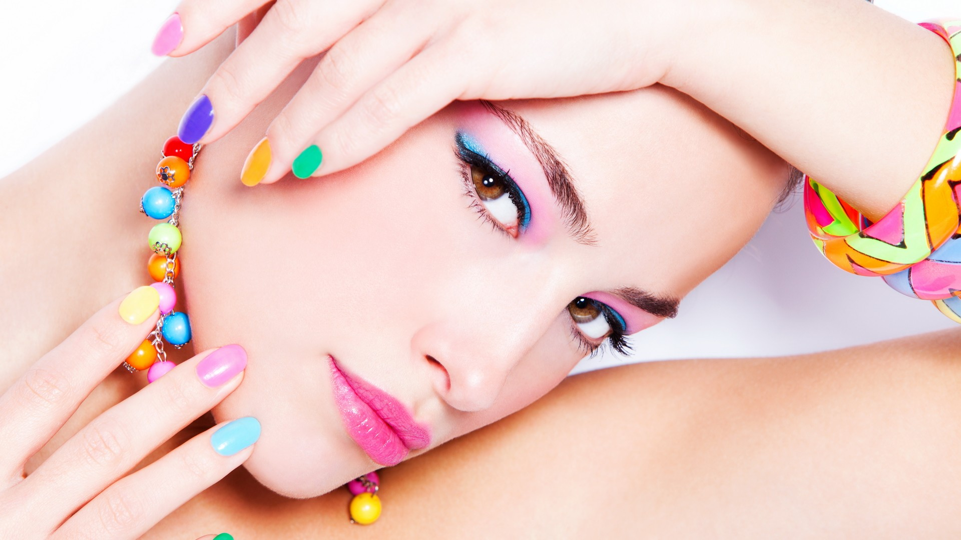 Uñas de colores - 1920x1080