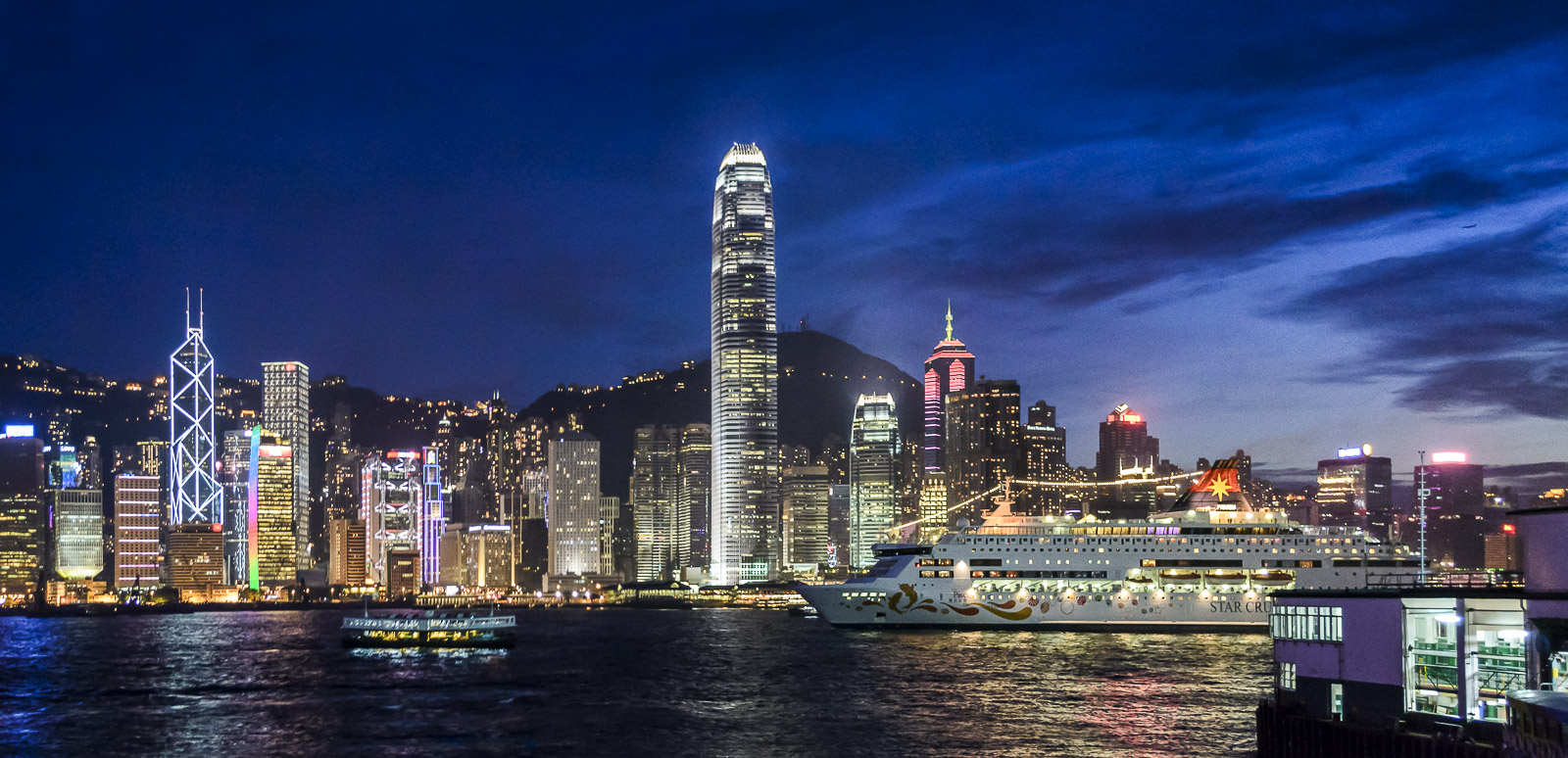 Victoria Harbour, Hong Kong - 1600x774