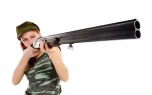 Una pelirroja con escopeta